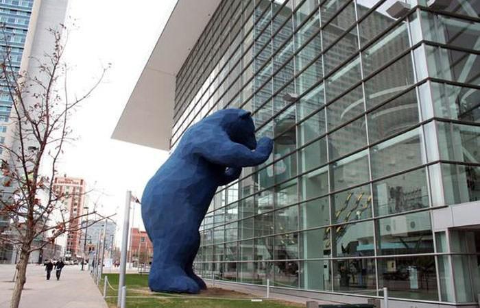 Denver Big Blue Bear sculpture by Lawrence Argent
