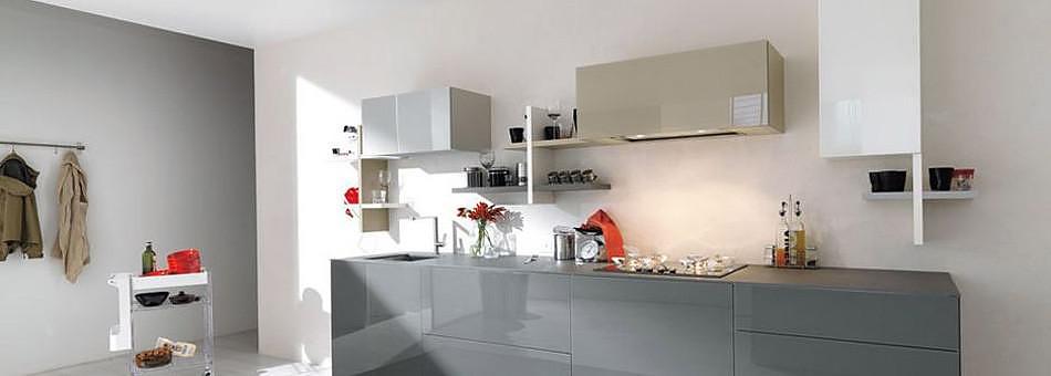 Έπιπλο κουζίνας Lago, εξυμνώντας τον αφαιρετισμό.