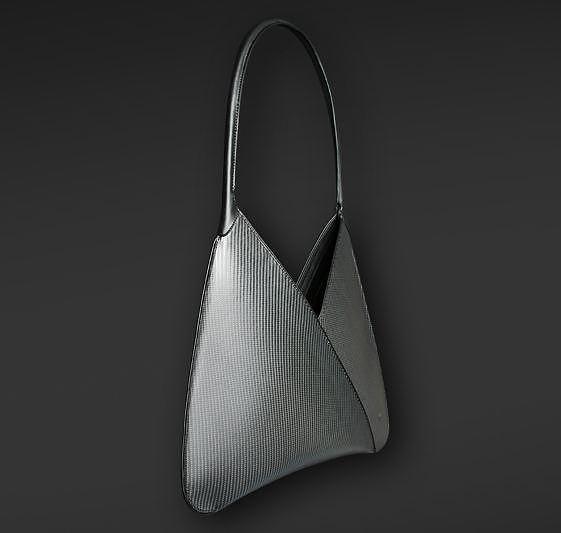 Γυναικείες τσάντες από Carbon Fiber της Purisme.