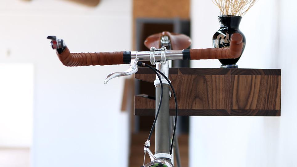 Ράφι με βάση για ποδήλατο της Knife & Saw.