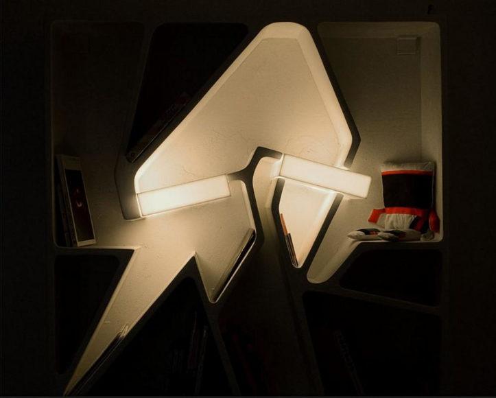 Ράφια για βιβλία Graffititek με ενσωματωμένο φωτισμό.