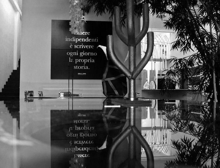 Κηροπήγια από Carbon Fiber της Italia Independent.