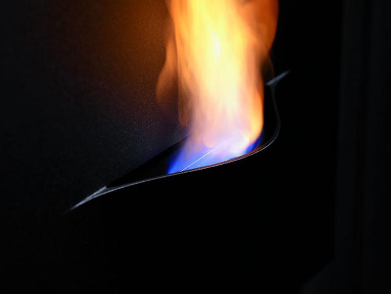 The Safretti Gaya bio-ethanol fireplace appears like a painting on the wall.