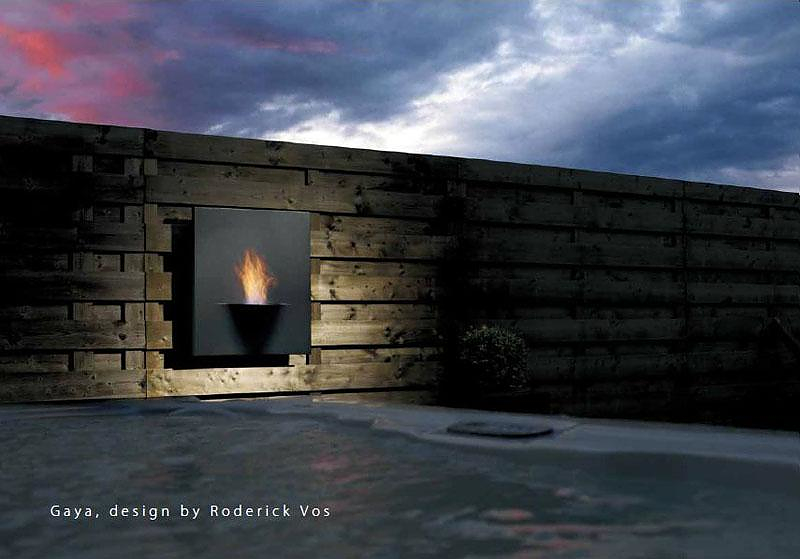 The Safretti Gaya bio-ethanol fireplace appears like a painting on the wall.