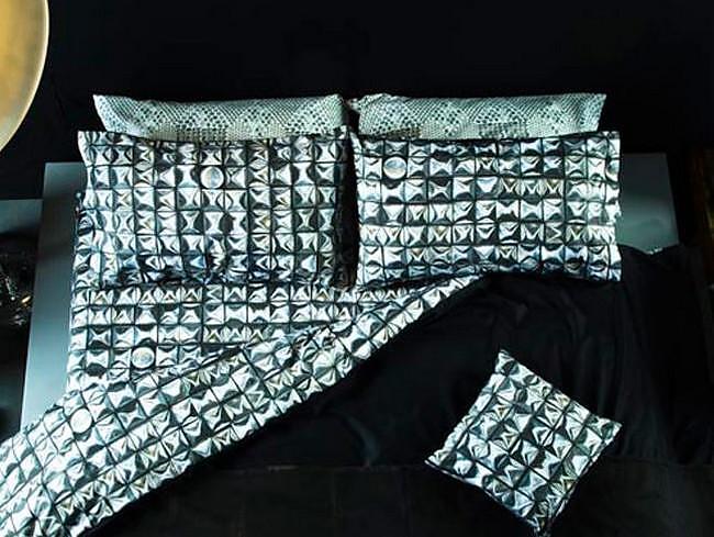 Μαξιλάρια και σκεπάσματα με άποψη από την DIESEL.
