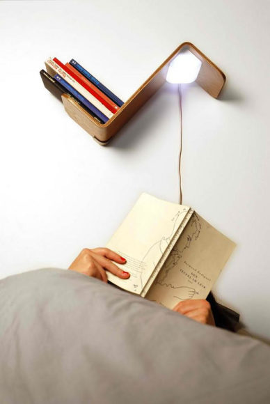 Ράφι με ενσωματωμένο φως ανάγνωσης Lili Lite.