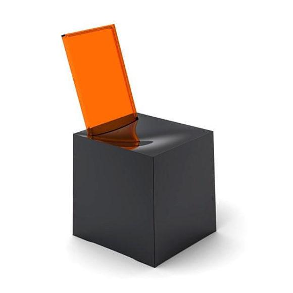Κάθισμα Miss Less του Philippe Starck για την Kartell.