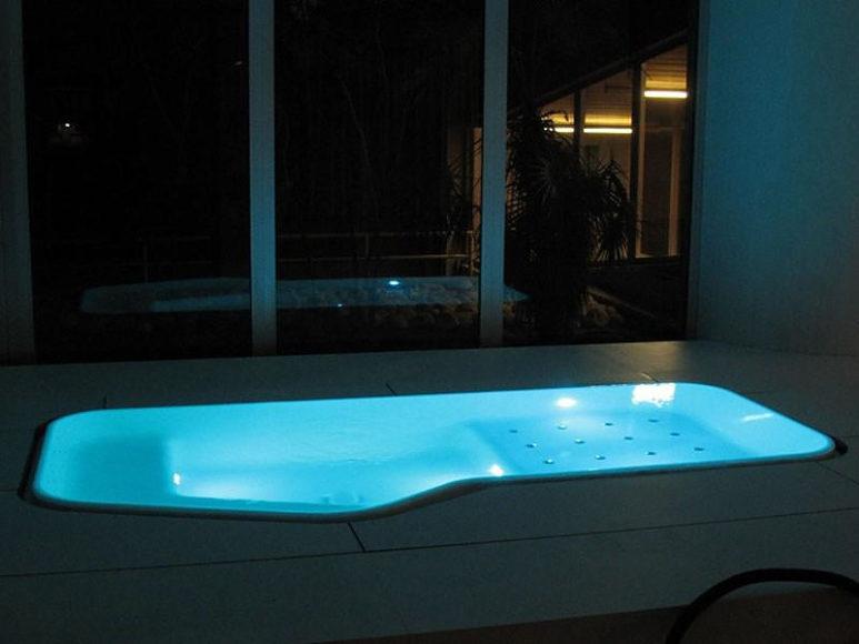 Μπανιέρα-πισίνα Faraway από την Zucchetti KOS.