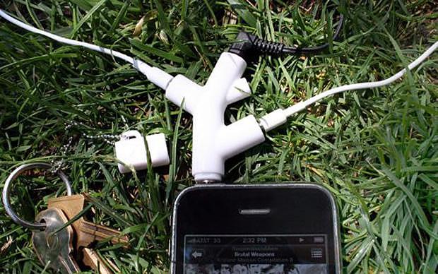 """Το Kikkerland Music Branch """"διακλαδώνει"""" τα ακουστικά σας."""