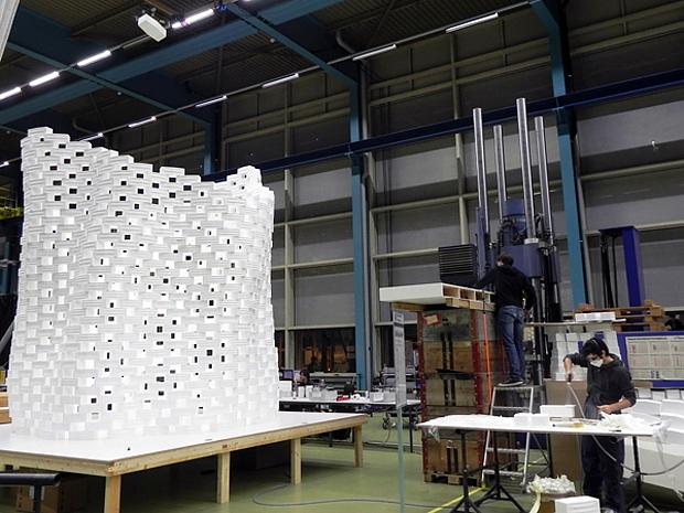 Αρχιτεκτονική με ιπτάμενα ρομπότ στο frAC centre.