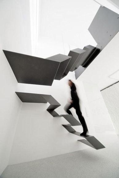 Αιωρούμενη σκάλα από τους Schlosser + Partner.