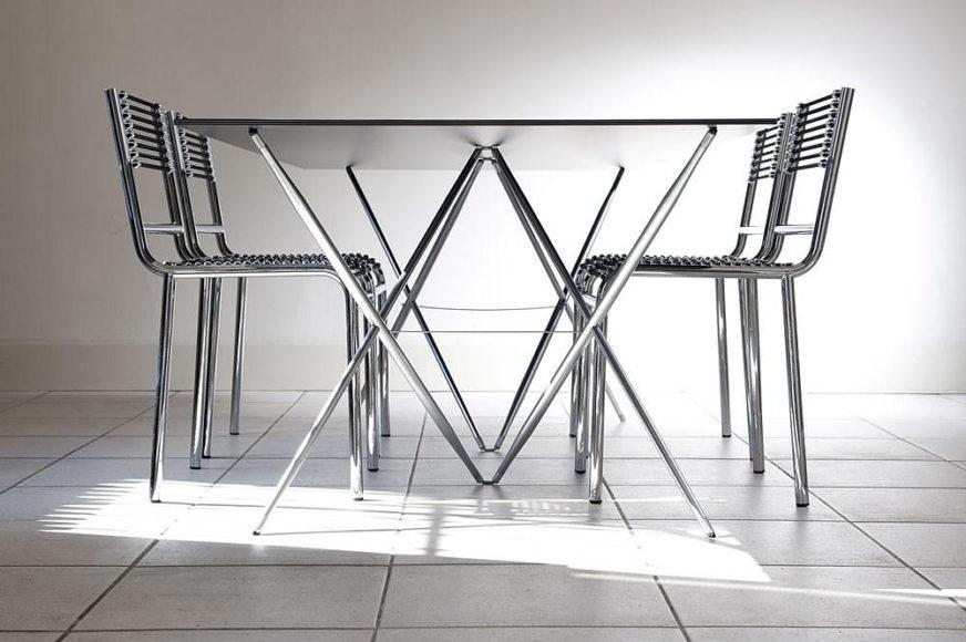 Μοντέρνο τραπέζι Spriggy Cross από την Gallix.