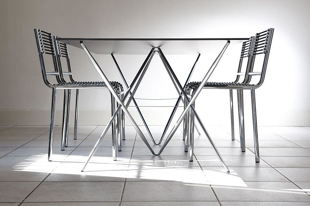 Spriggy Cross Table by Gallix.