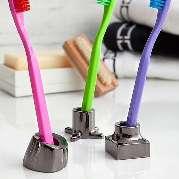 Kontextur VIKTOR Toothbrush / Razor Holders.