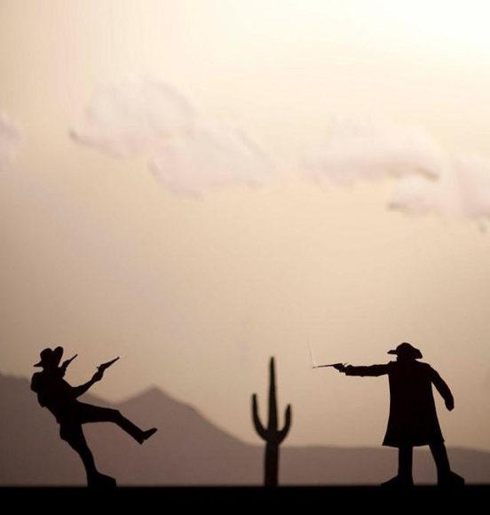 Σκηνές δράσης σε χαρτοκοπτική του David A. Reaves.