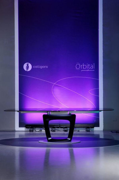 Επεκτεινόμενο τραπέζι Calligaris Orbital από τον Pininfarina.