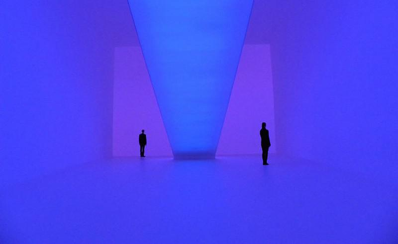 Ganzfeld μία εγκατάσταση φωτός «πρόκληση» για την αντίληψή μας από τον James Turrell.