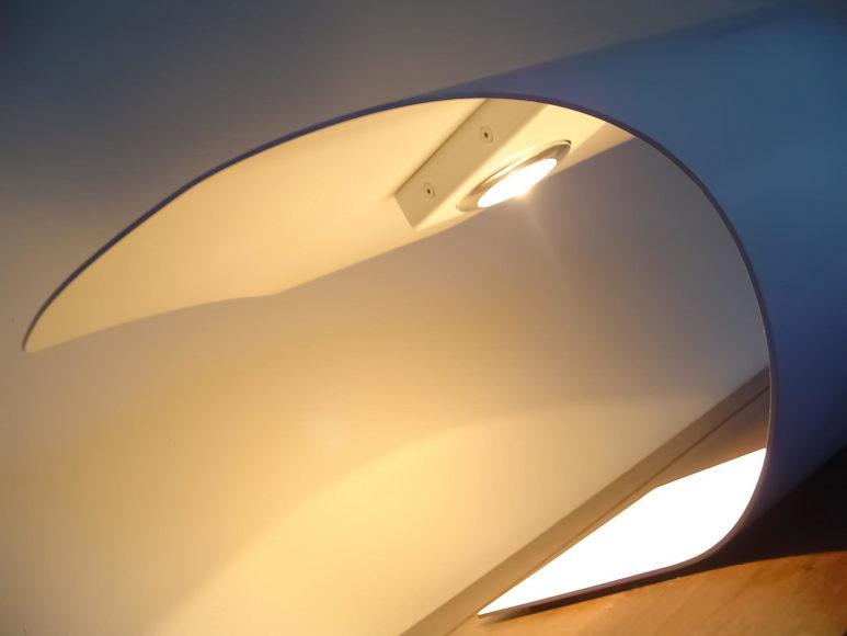 Επιτραπέζιο φωτιστικό Manta 2.0 από τον Joeri Claeys.