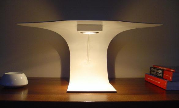 Manta 2.0: Ray of light table lamp