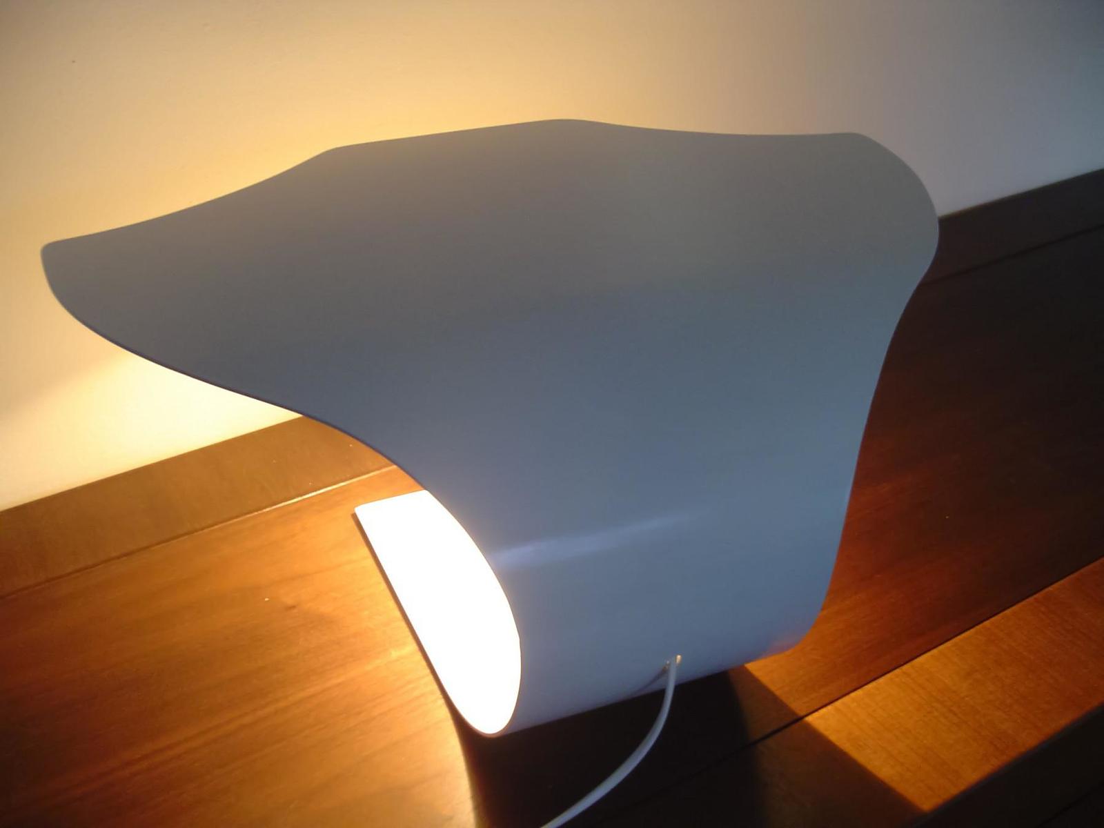 Manta 2.0: Ray of Light, Table Lamp by Joeri Claeys.
