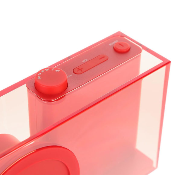 Lexon Flow Radio – a minimalistic transparent FM Radio by Philip Wong.