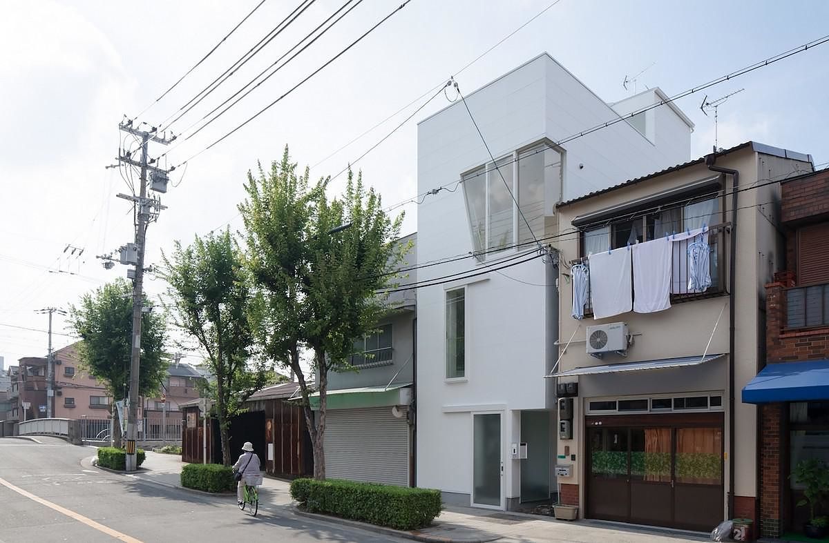 House in Tamatsu, Minimal Architecture by Kenji Ido.