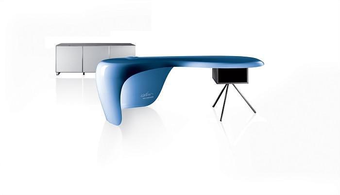 Uno Desk ένα οργανικό γραφείο από τον Karim Rashid.