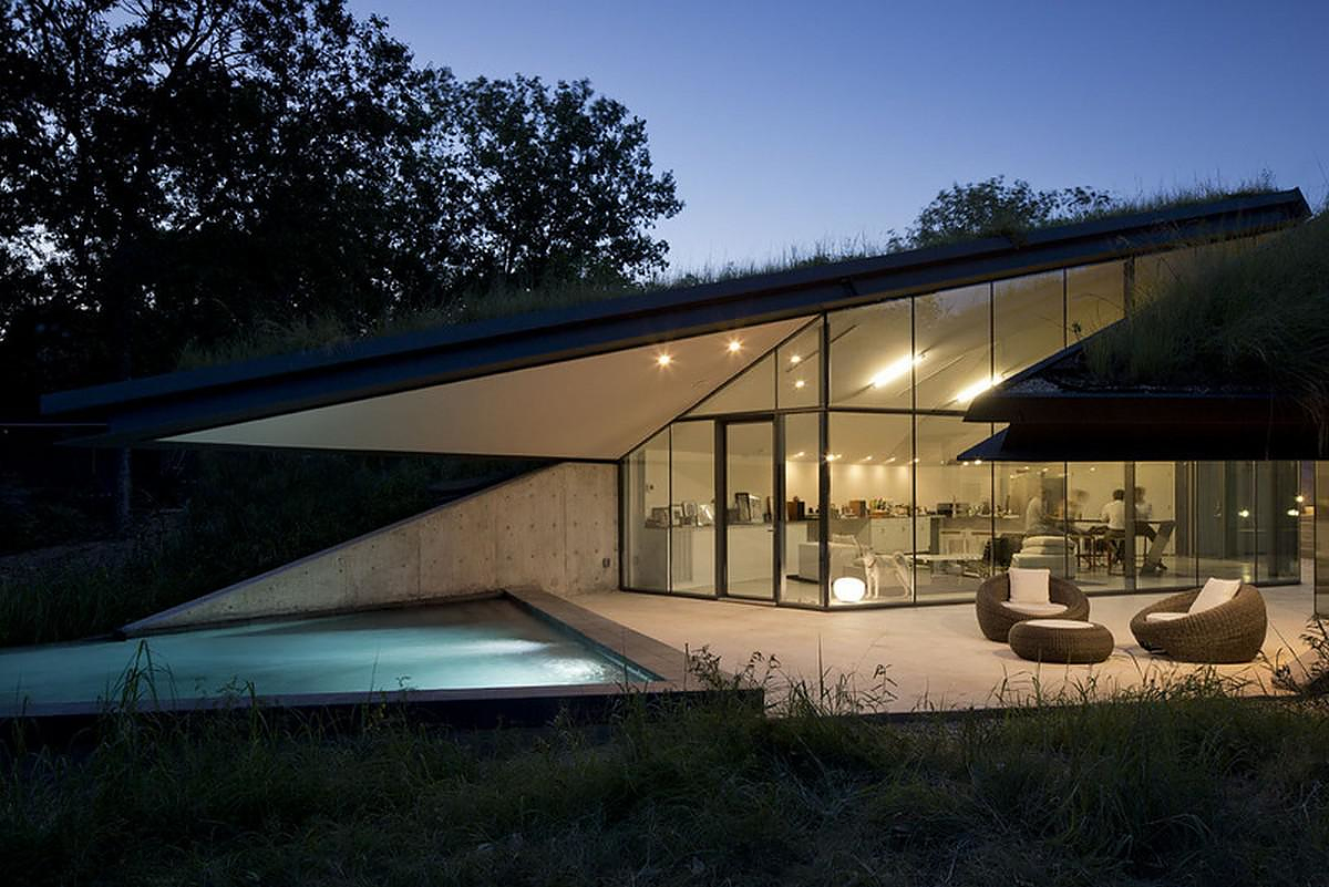 Folding the Edge: Edgeland House by Bercy Chen Studio.