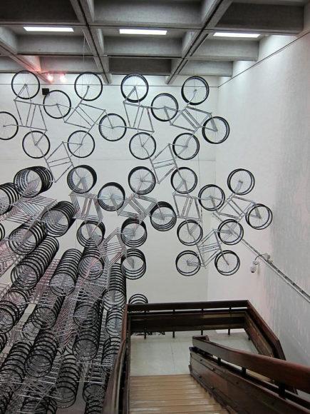 """Forever Bicycles"" μία εικαστική εγκατάσταση από τον Ai Weiwei."