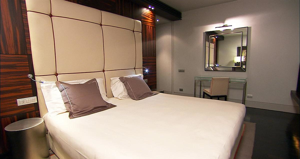 the gray boutique hotel in the heart of milan design is this. Black Bedroom Furniture Sets. Home Design Ideas