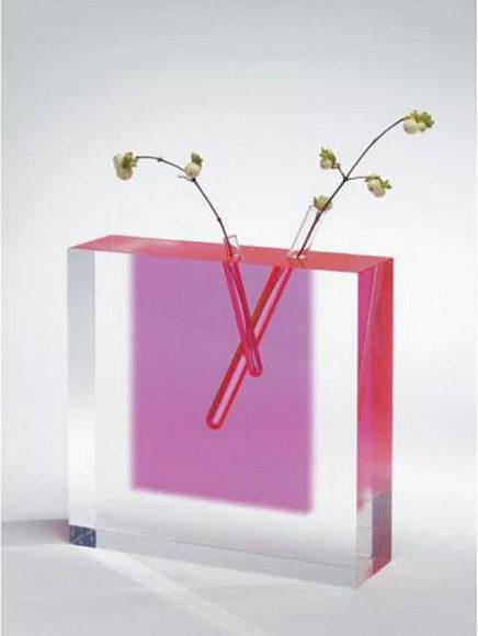 Ακρυλικό βάζο Flower Vase #3 του Shiro Kuramata.