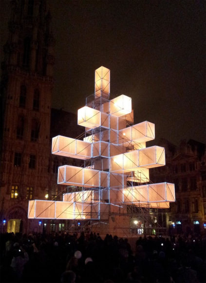 Ένα Χριστουγεννιάτικο Δέντρο Εγκατάσταση Φωτός στις Βρυξέλλες.