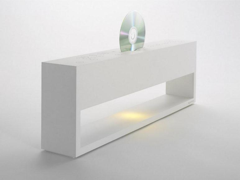 Metaphys Electric Lunacalante ένα CD Player έργο τέχνης.