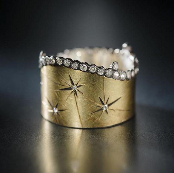 Κοσμήματα έργα τέχνης από τον Adam Foster.