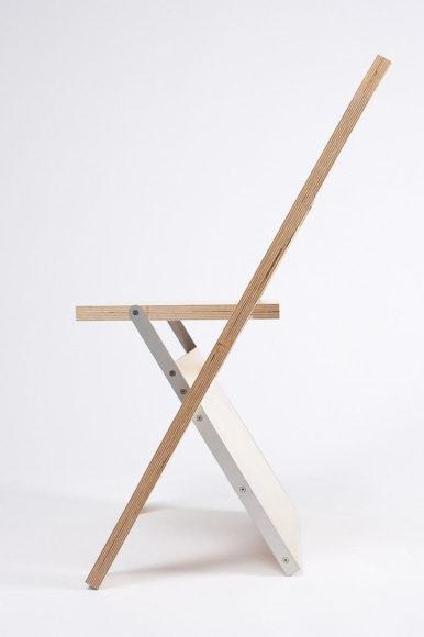 Label Chair μία πτυσσόμενη καρέκλα που γίνεται και πίνακας.