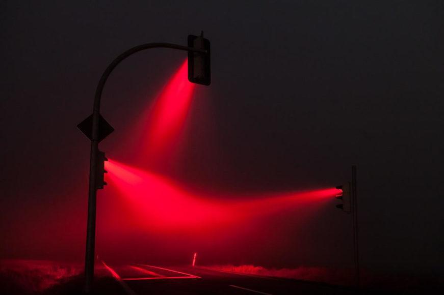 Misty Traffic Lights photography by Lucas Zimmermann.