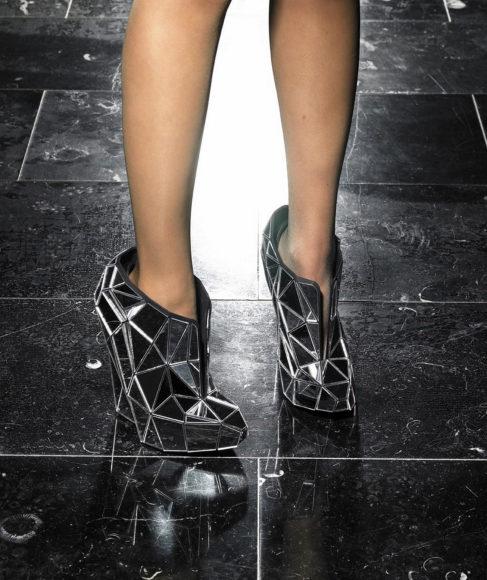 Γυναικεία παπούτσια Invisible Shoes από την Andreia Chaves.