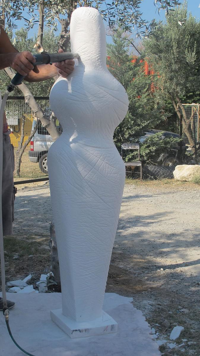 Modern marble sculptures by Odysseas Tosounidis.