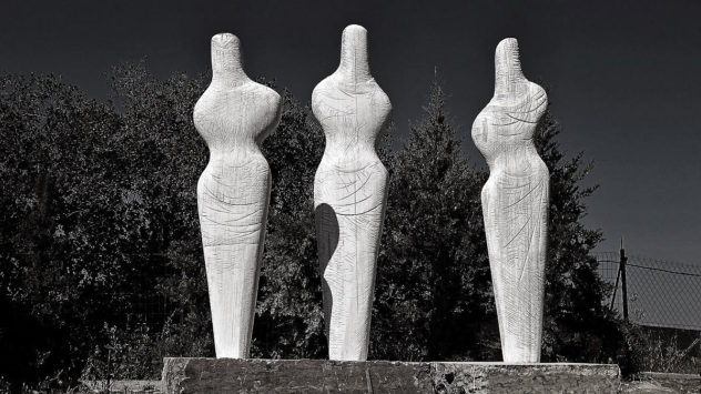 Modern-marble-sculpture-by-Odysseas-Tosounidis