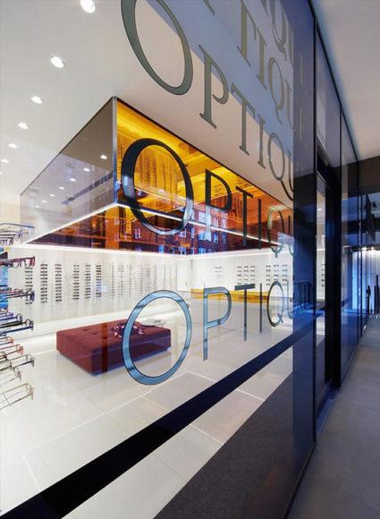 Μοντέρνο κατάστημα οπτικών από το Smart Design Studio.