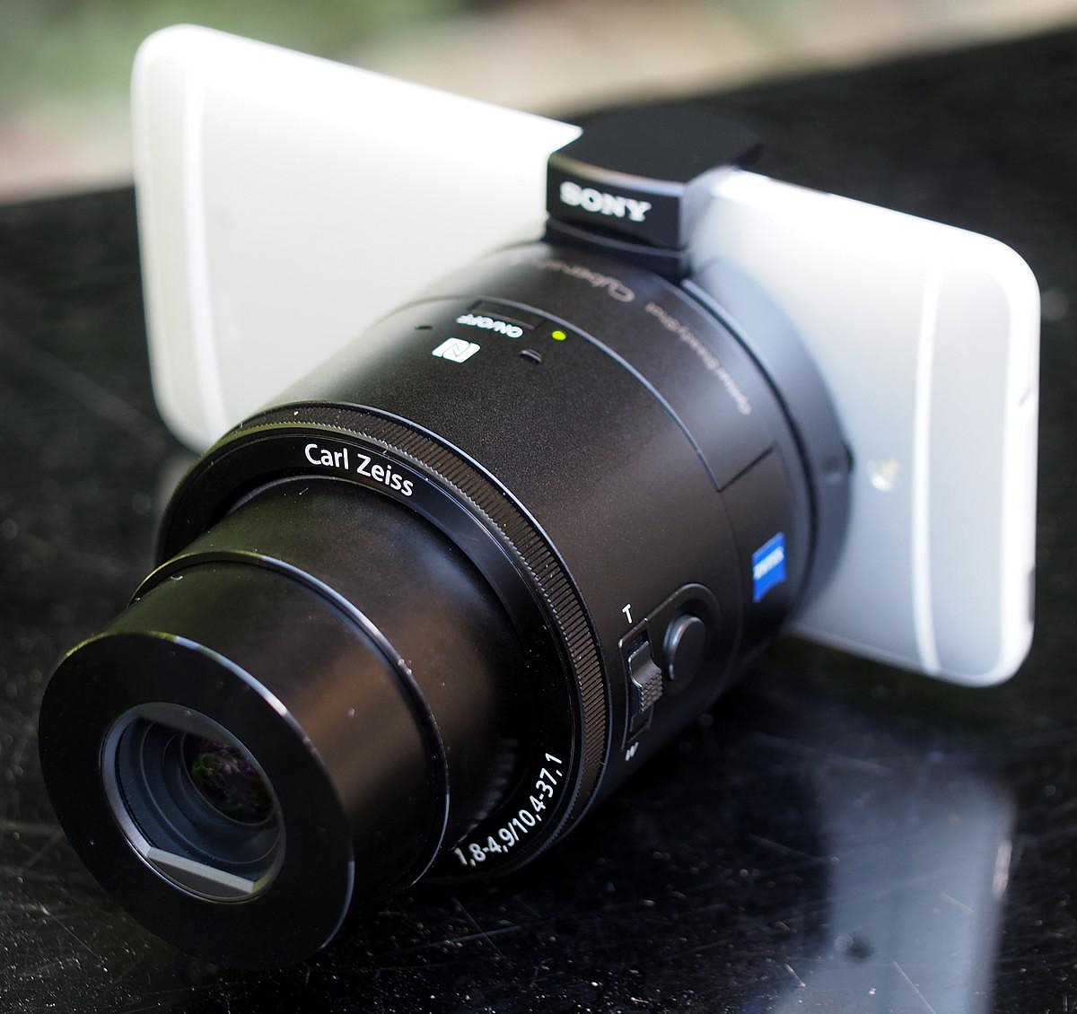 Sony QX10 & QX100 Detachable Lens Cameras for Smartphones.