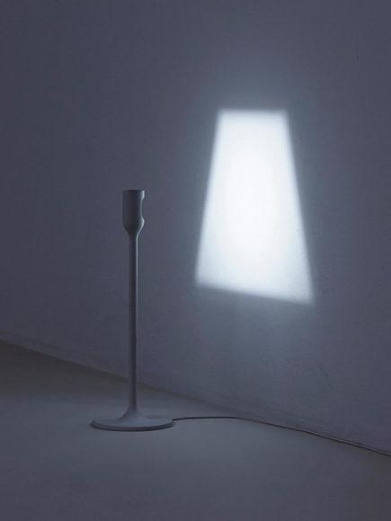 Φωτιστικό LIGHT του Studio YOY λιτό και απέριττο.