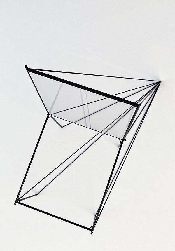 Γραμμική Μεταλλική Καρέκλα Perspective του Artem Zigert.