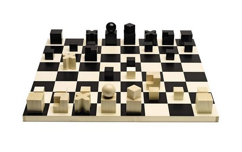 Bauhaus chess set designed by Josef Hartwig in 1923