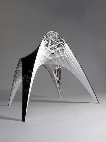 Κάθισμα και σκαμπό Gaudi από τον Bram Geenen.