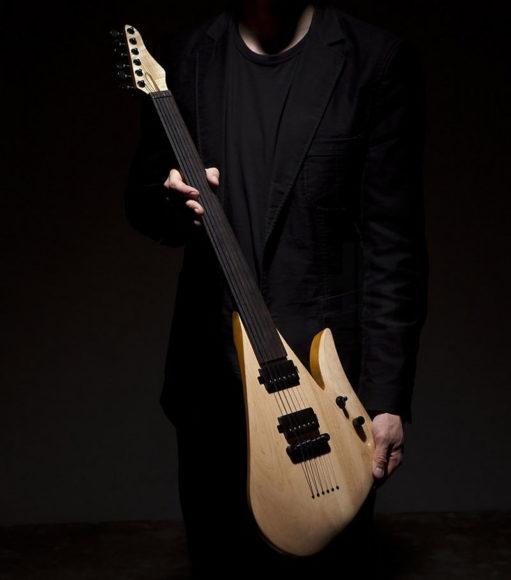Ηλεκτρική κιθάρα χωρίς τάστα του Rapolas Grazys.