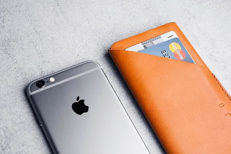 Leather Cases for iPhone 6 and iPhone 6 Plus by Mujjo.