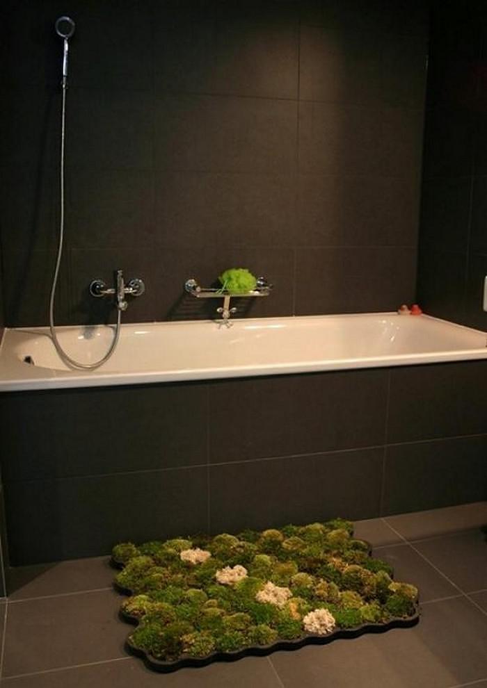 Living Moss Bath Mat by Nguyen La Chanh.