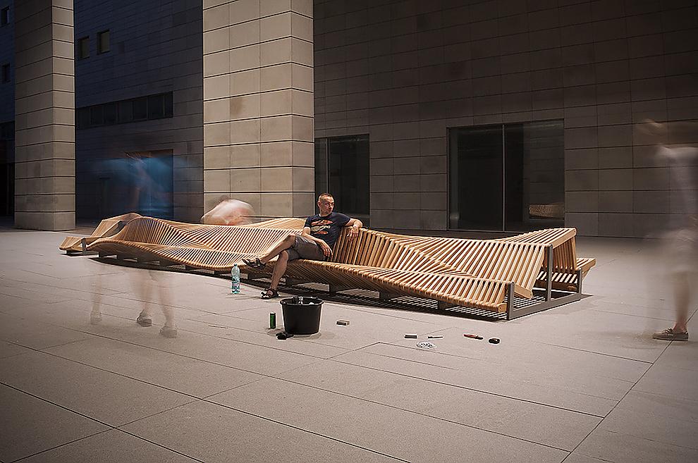 Uiliuili Bench by Piotr Zuraw.