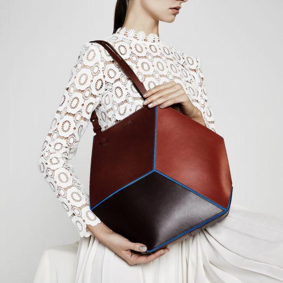 Γεωμετρικές τσάντες Cube από την HEIO.